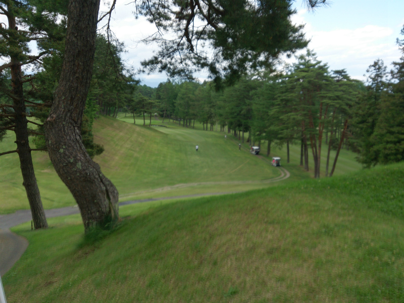 ほぼ初ゴルフ 相当打ちました、歩きました。